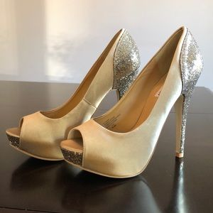 Steve Madden Gold and Satin pumps